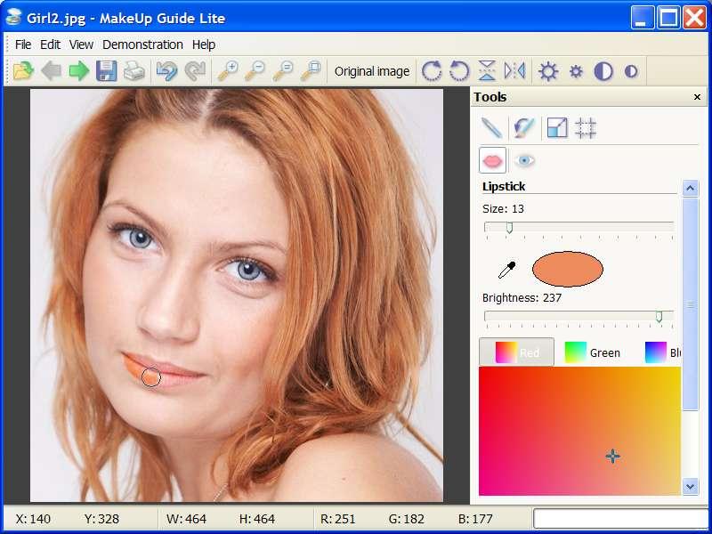 Avec Fab Photo vous pourrez faire quelques retouches photos en choisissant votre maquillage, votre masquara et votre rouge à lèvre. Pour plus de facilités vous avez la possibilité de cibler les zones clefs comme les yeux afin de ne pas louper votre maquillage en ligne.